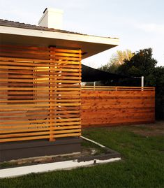 It S Rental Friendliness DIY Horizontal Fence Or Horizontal On Contemporary Horizontal Slat Fence