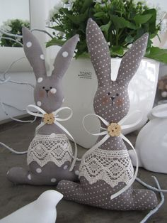 63 Unique Easter Decor Ideas To Give Your Home A Stylish TouchDecorating your house this Easter won't be a hard task as we bring to you the most stunning unique Easter decor ideas to add a touch of festivity to your interiors. Explore all ideas to Bunny Crafts, Easter Crafts, Easter Decor, Fabric Toys, Fabric Crafts, Doll Patterns, Sewing Patterns, Diy Ostern, Easter Projects
