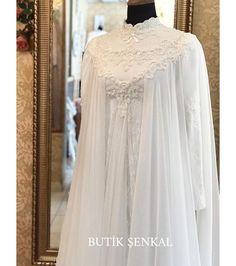 beautiful muslim wedding dresses with sleeves Muslim Wedding Gown, Muslimah Wedding Dress, Hijab Bride, Wedding Gowns, Bride Lingerie, Wedding Lingerie, Modest Dresses, Bridal Dresses, Dresses With Sleeves