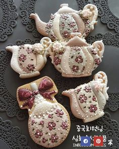 Amazing for a tea party Mother's Day Cookies, Kinds Of Cookies, Fancy Cookies, Vintage Cookies, Iced Cookies, Cute Cookies, Cupcake Cookies, Cupcakes, Sugar Cookies