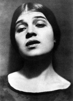 Tina Modotti, by Edward Weston, 1924