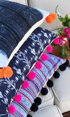 DIY Crafts with Pom Poms - DIY Pom Pom Pillows - Fun Yarn Pom Pom Crafts Ideas. Garlands, Rug and Hat Tutorials, Easy Pom Pom Projects for Your Room Decor and Gifts diyprojectsfortee. Sewing Projects, Diy Projects, Diy Ombre, Pom Pom Crafts, Diy Pillows, Floor Pillows, Pillow Ideas, Modern Pillows, Decorative Pillows