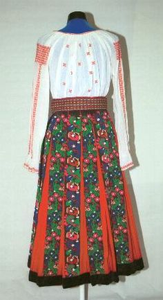Women's costume from county of Gorj