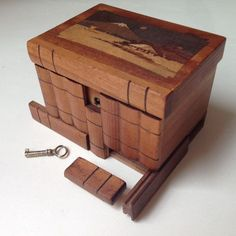 Here we have a very pretty antique wooden Japanese puzzle box from early 1900 - 1920s. Beautifully crafted, the lid of this little box features