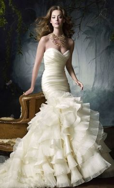 Lazaro Fishtail Wedding Gown| Mermaid Wedding Gown