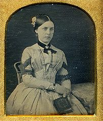 American daguerreotype of a young woman Photographs Of People, Vintage Photographs, Vintage Photos, Old Pictures, Old Photos, Time Pictures, History Of Photography, Photography Women, Thinking Pose
