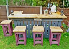 Pallets garden stools with table