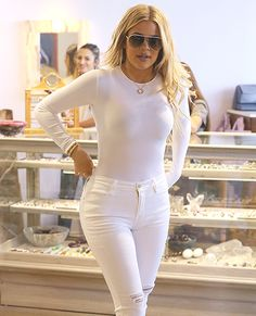 Khloe K. Looks Super Skinny in Waist Training Selfie Khloe Kardashian Body, Womens White Jeans, Curvy Girl Outfits, Indian Bollywood Actress, How To Look Skinnier, Waist Training, Sexy Jeans, Girls Jeans, Fashion Outfits