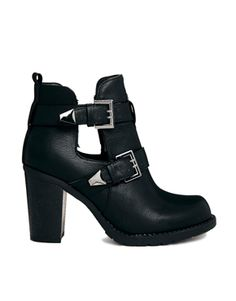 Timeless Buckle Detail Cut Away Heeled Boot