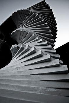 Escadaria para o Ceu. Universidade Tsukuba, Japao.