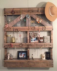 Wooden Pallet Furniture pallets shelf art - Ever though of making these used industrial wood pallets a wonderful art that is useful and beneficial. Recycling these retired wood pallets to an effect. Wooden Pallet Furniture, Diy Outdoor Furniture, Wooden Pallets, Wooden Diy, Furniture Decor, Rustic Furniture, Pallet Home Decor, Wood Home Decor, Pallet Crafts