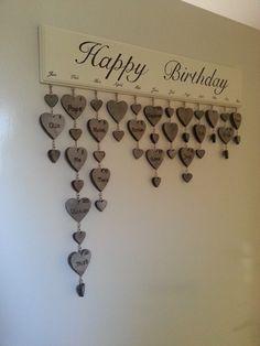Verjaardag kalender  Hand geschilderd Namen met een soldeerbout in de hartjes gebrand
