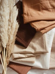 tintofmint – fashion / travel / sewing – rustic home interior Cream Aesthetic, Brown Aesthetic, Fabric Photography, Photography Studio Spaces, Digital Photography, Fashion Photography, Satin Cami Top, Colour Pallete, Orange Color Palettes