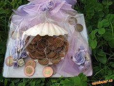 Jak darovat jako svatební dar peníze Christmas Ornaments, Holiday Decor, Gifts, Diy, Home Decor, Ideas, Cash Gifts, Xmas Ornaments, Presents