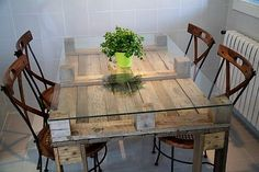 You surely haven't seen any pallet wood idea to build a dining table. As talked about earlier, there are endless [possibilities to turn pallet wood into almost anything. The design of this dining table is a fusion of contemporary and natural rustic look, which enhances its beauty and utility as well.