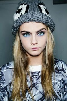Giles / Cara Delevingne models the finished beauty look. Cara Delevingne, Perfect People, Pretty People, Beautiful People, Models Backstage, Famous Faces, Woman Crush, Pretty Face, Look Fashion