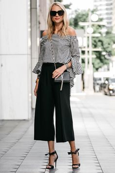 Find here inspiration for a black culottes outfit. Style tips on how to wear black culottes or what to wear with black culottes. Look Office, Office Looks, Office Wear, Classy Outfits, Casual Outfits, Fashion Outfits, Jackets Fashion, Fashion 2018, Grunge Outfits