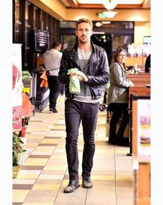 Ryan reynolds casual outfit style 71