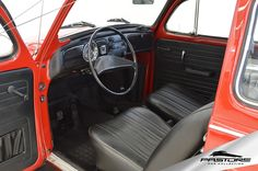 VW Fusca 1300 L 1976 . Pastore Car Collection Volkswagen Fusca 1976/1976 na cor Vermelho Málaga! Veículo todo revisado! Motor de combustão interna de 4 cilindros e a 4 tempos, montado na traseira, 1285cm³ com potência de 38 CV a 4000rpm (método DIN) / 46HP a 4500rpm (método SAE) e torque de 9,1mKgf a 2600rpm (método SAE). Peso: 780Kg