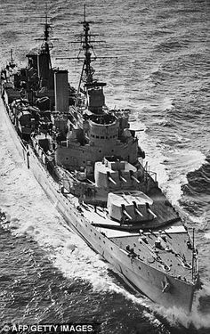 HMS Belfast steaming at 18 knots in the English Channel on her way to Sheerness after early service off Korea in 1950