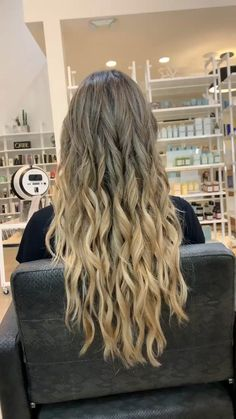 23 Long Ombre Hair Ideas Blowing Up in 2019 - Style My Hairs Blonde Hair Looks, Brown Blonde Hair, Light Brown Hair, Blonde Honey, Honey Hair, Blonde Balayage, Blonde Highlights, Beach Highlights, Honey Balayage