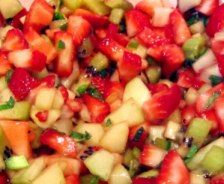 Spicy Grapefruit Melon Strawberry Salsa Recipe - Eat Well and Stay Healthy Fresh Salsa Recipe, Tomato Salsa Recipe, Grapefruit Recipes, Grapefruit Diet, Strawberry Salsa, Strawberry Recipes, Almond Milk Smoothie Recipes, Liquid Diet Weight Loss