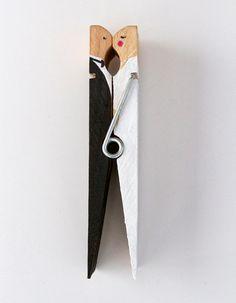 Házaspár csipeszből / DIY: Kissing clothespin caketopper - The House That Lars Built