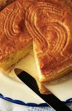 Gâteau basque au rhum     Préparation:  30 mn   Repos:  1 h   Cuisson:  45 mn   Pour 8 personnes   Pour la pâte:   300 g de farine ...