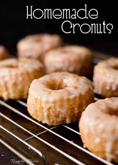 Homemade Cronut Recipe and 17 must try donut recipes! Make your own layered dough and homemade Cronuts with this recipe and video tutorial - plus, seventeen MUST TRY donut recipes! Homemade Donuts, Cronuts Recipe Easy, Fall Desserts, Just Desserts, Delicious Desserts, Yummy Food, Beignets, Churros, Gastronomia