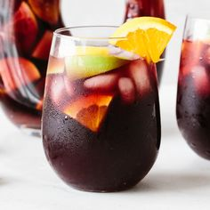 Authentic Red Sangria - This sangria looks fancy feels festive and is perfect for any festivity. It's a sweet cocktail with fruit infused wine. Moscato Sangria, Red Wine Sangria, Summer Sangria, Peach Sangria, Berry Sangria, Summer Drinks, Sangria Bar, Apple Sangria, Red Wine Cocktails