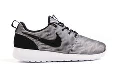 pretty nice 4a1ed 59382 Nike Roshe One Premium Plus