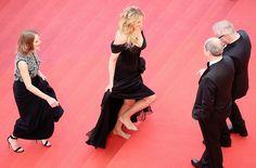Celebridades ficaram descalças em Cannes como forma de protesto à obrigatoriedade do salto alto