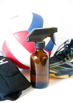 Say goodbye to stinky sports gear! Homemade deodorizer spray for sports equipment to the rescue! Kids Deodorant, Diy Natural Deodorant, Deodorant Recipes, Homemade Deodorant, Essential Oil Spray, Essential Oils Cleaning, Best Essential Oils, Best Oils, Oil Recipe