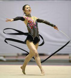 女子個人総合 優勝した山口留奈のリボン(共同) ▼23Nov2013日刊スポーツ|山口V3、12歳喜田2位/新体操 http://www.nikkansports.com/sports/news/f-sp-tp0-20131123-1222238.html #Runa_Yamaguchi #Ribbon_rhythmic_gymnastics