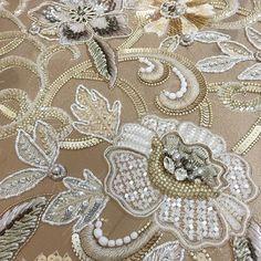 #ラフィア #オートクチュール #flowers #gold #オートクチュール刺繍 #embroidery #detail #aariwork #luneville #lesson #lesage #beads #糸刺繍 #日本刺繍 #ribon  #フランス刺繍 #シャンパンゴールド #ビーズ刺繍 #fashion #handmade #gold #ベージュ #aariwork #art #broderie #オートクチュール刺繍教室 #embroiderylesson