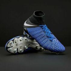 Best Soccer Cleats, Nike Soccer, Marcus Rashford, Silver Bags, Lewandowski, Adidas Predator, Athletic Fashion, New Shoes, Black Silver