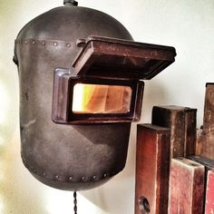 Upcycled welding mask light fixture, steampunk - All For Decoration Metal Projects, Welding Projects, Diy Projects, Deco Design, Lamp Design, Lampe Steampunk, Industrial Design Furniture, Automotive Furniture, Pipe Lamp