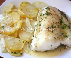 Cómo preparar un pescado al horno con patatas panadera. Técnica y receta Cuban Recipes, Portuguese Recipes, Fish Recipes, Seafood Recipes, Italian Recipes, Potato Recipes, Italian Foods, Easy Cooking, Cooking Recipes