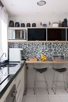 Apartamento de 105 m² é repleto de cores e arranjos de parede www.souzaafonso.com