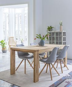 To improve your creativity in designing, you must take a look at the minimalist dining room design ideas beautified with rustic accents. Dining Room Design, Interior Design Living Room, Living Room Decor, Minimalist Dining Room, Sweet Home, Dinner Room, Dining Room Inspiration, Furniture Inspiration, Home Fashion