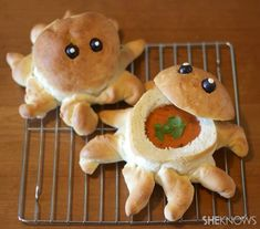 Octopus Bread Bowl 16 Adorable Animal-Shaped Bread Recipes For Kids Cute Food, Good Food, Yummy Food, Bread Recipes For Kids, Cooking Recipes, Pain Surprise, Easy Treats To Make, Bread Shaping, Bread Bowls