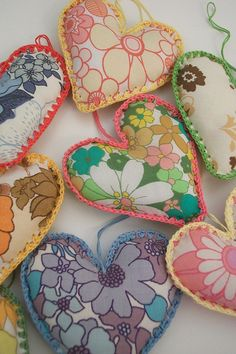 Hearts from vintage sheets, crochet edging Sewing Crafts, Sewing Projects, Fabric Hearts, Vintage Sheets, Vintage Linen, Vintage Textiles, Fabric Scraps, Sewing Patterns, Recycling