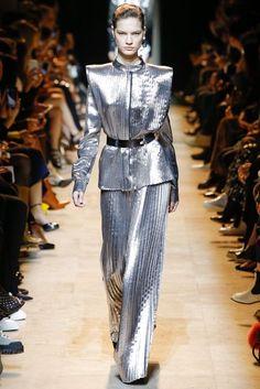Mugler Fall 2017 Ready-to-Wear Collection Photos - Vogue Image Fashion, Vogue Fashion, Fashion Wear, Fashion 2017, Runway Fashion, Fashion Show, Womens Fashion, Fashion Design, Oriental Fashion