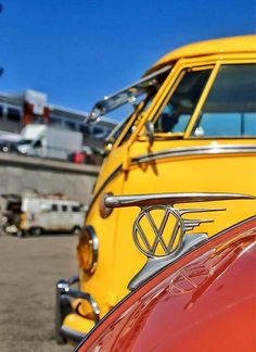 love this hood ornament, I think I need one for my personal collection... looks really cool against the yellow  vw bus http://www.wfpblogs.com/author/samlee561/