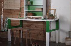 Een flexibel bureau dat meegroeit met je kind en dat verstelbaar is op drie hoogtes. PÅHL bureau #IKEABE  A flexible desk that grows with your child thanks to the three different heights. PÅHL desk with add-on unit #IKEABE