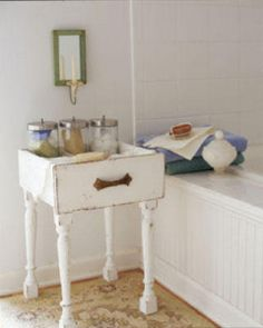 """""""Drawer as an end table-sounds easy enough and looks rustic!"""" #upcycled Upcycled design inspirations"""
