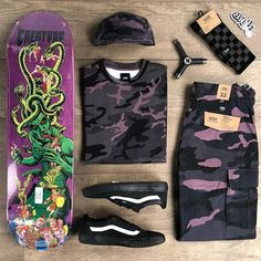 Vans Skateboard, Skateboard Design, Skull Fashion, Punk Fashion, Fashion Boots, Skater Girl Outfits, Emo Outfits, Disney Outfits, Emo Dresses