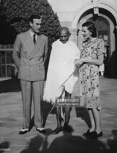 Viscount Mountbatten (1900 - 1979), the new Viceroy of India and his wife Edwina (1901 - 1960) invite Mahatma Gandhi (1869 - 1948) to the Viceroy's house in Delhi, 31st March 1947.