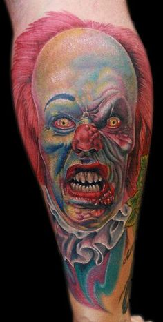 Pennywise the clown by Cecil Porter - done with fusion ink, needles from the glove for the artist, and The Dragonfly Tattoo machine Jester Tattoo, Clown Tattoo, Incredible Tattoos, Beautiful Tattoos, Awesome Tattoos, Pennywise Tattoo, Stephen King Tattoos, Movie Tattoos, Owl Tattoo Design