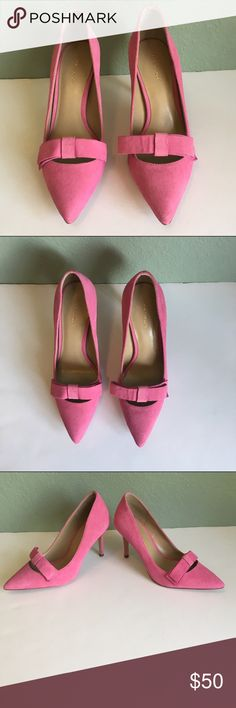 """Pink With Bow Ann Taylor """"Sweet Violet"""" Heels Pink With Bow Ann Taylor Heels ~ Color is """"Sweet Violet"""" ~ Heel is approximately 3 1/2"""" ~ Size 6 M (Narrow Fit) ~ Leather Upper Ann Taylor Shoes Heels"""